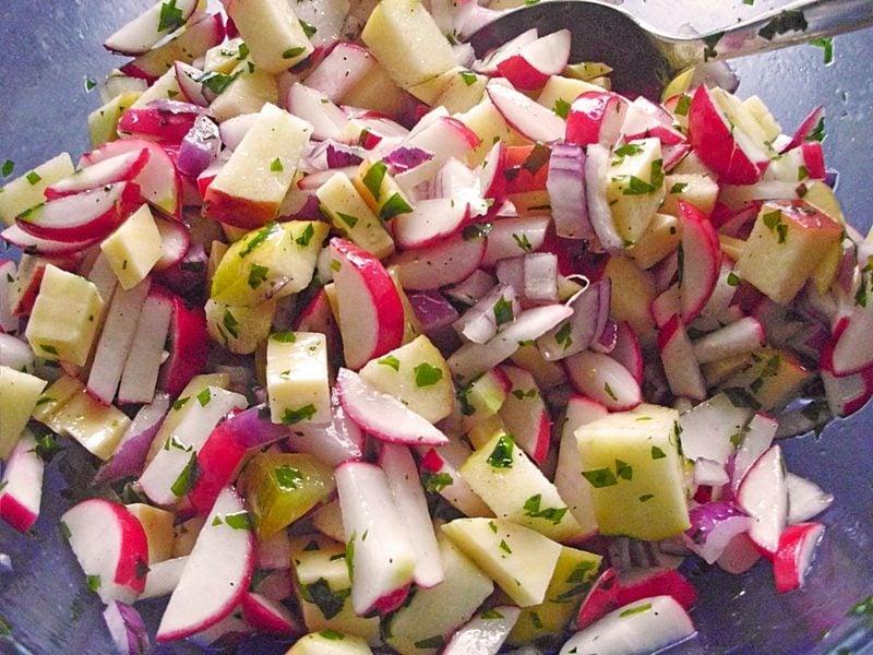 Radieschen gesund frischer Salat Radieschen Äpfel
