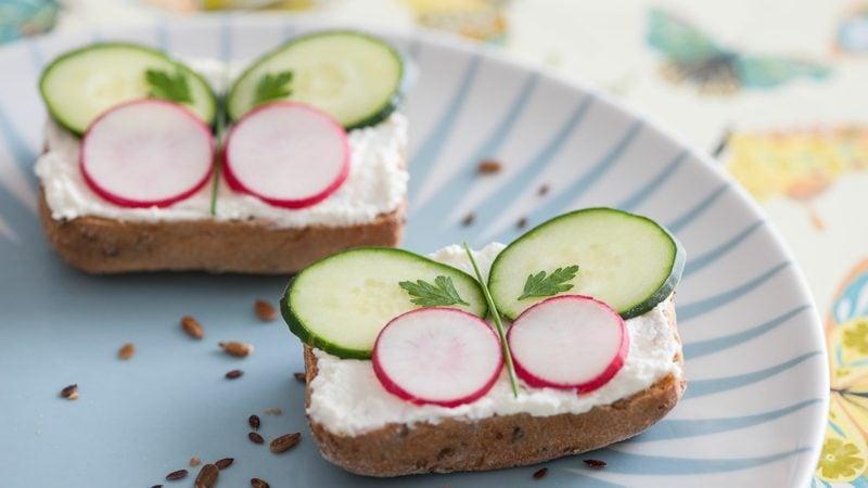 Radieschen gesund Rezept Sandwiches mit Gurken und Radieschen