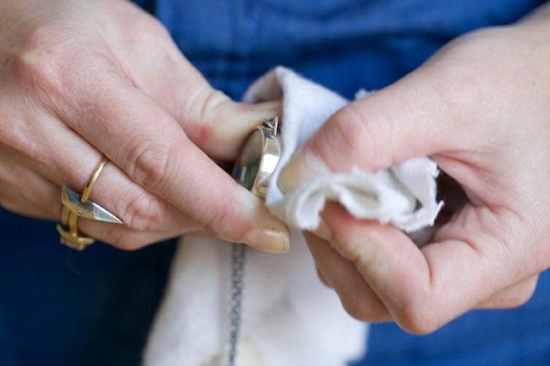 Silberschmuck putzen und polieren