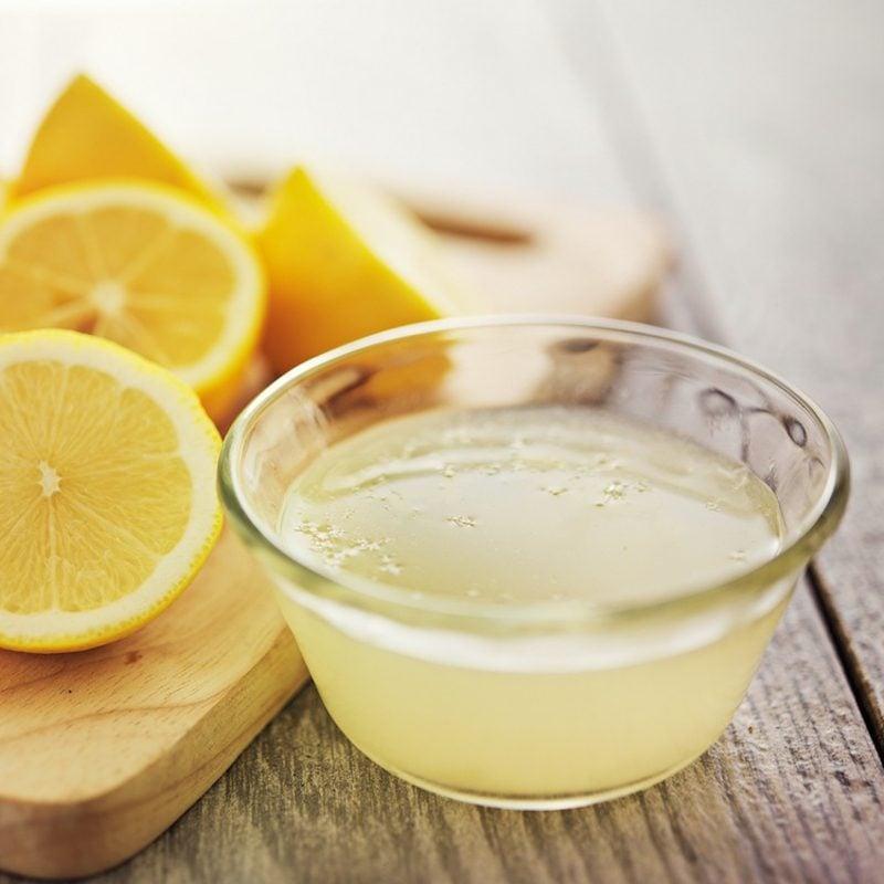 Silberreinigung effektive Methode mit Zitronensaft