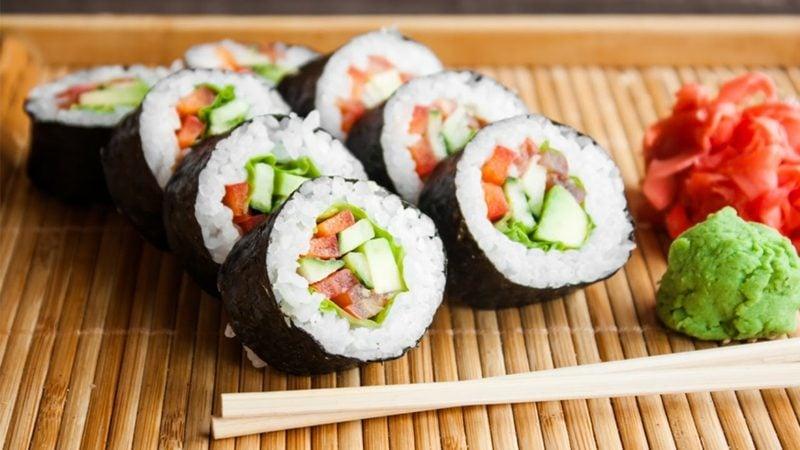 Rezepte mit Reis japanisch Sushi Rollen zubereiten