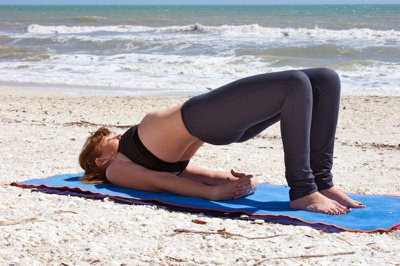 Übungen Pilates Rolle schlanke Beine