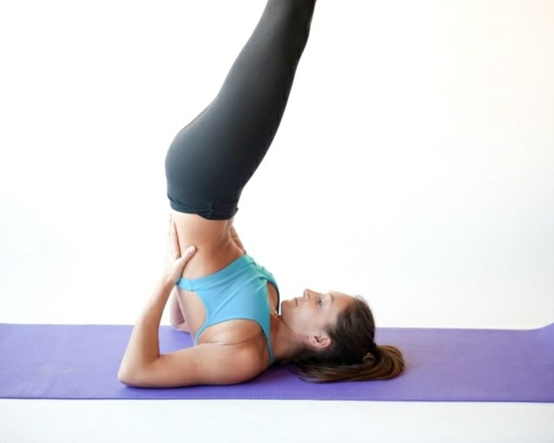 übungen für den bauch yoga asanas die kerze