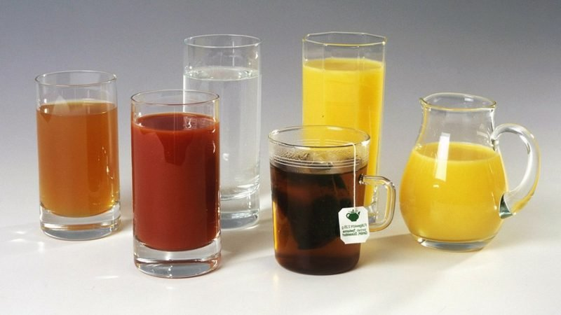 Abnehmen am Bauch mehr Tee und Säfte trinken