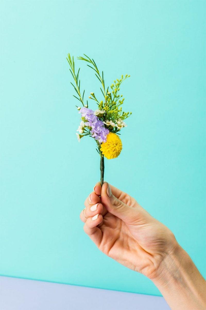 Kleine Blumensträusse binden