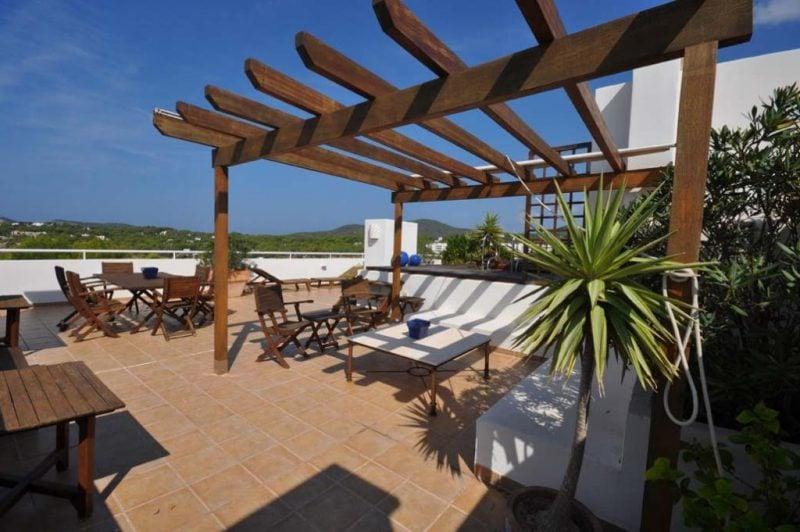 dachterrasse gestalten ideen tipps terrassenmöbel minimalistisch