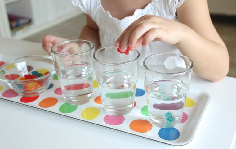 Wasserexperimente mit Gummibärchen