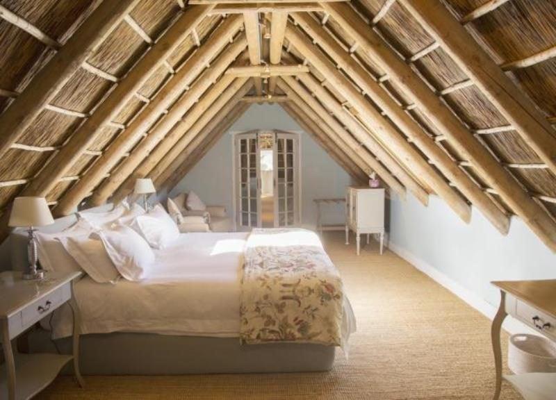 Schlaf: Beeinflusst die Ausrichtung des Bettes die Schlafqualität
