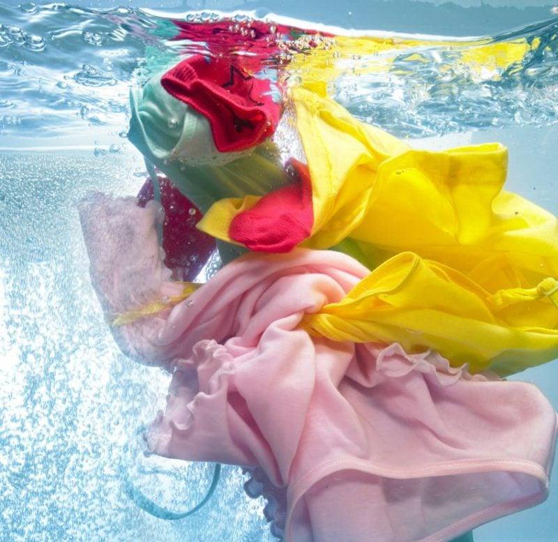 Ӧl aus Kleidung schnell und leicht entfernen
