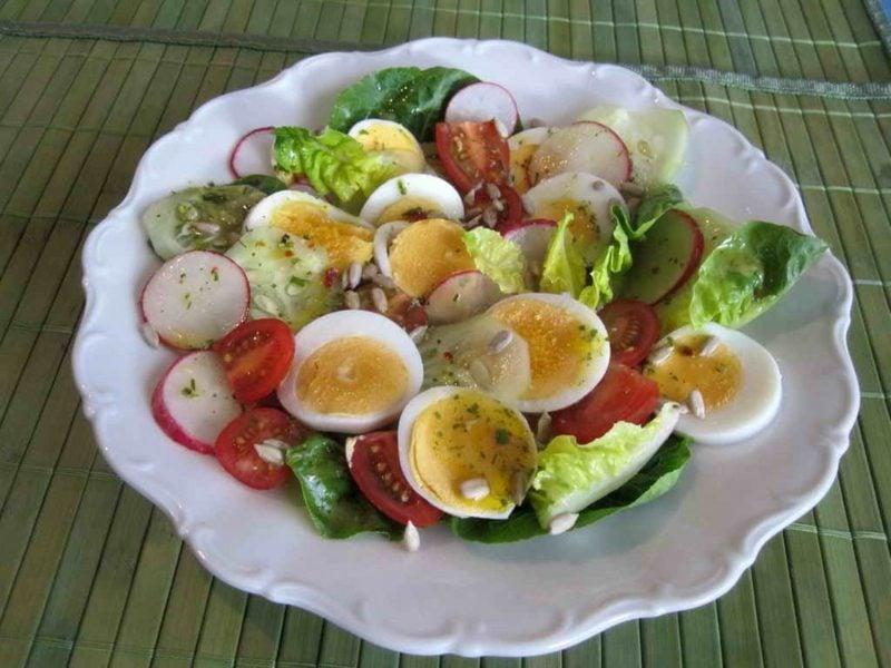 Radieschen gesund gemischter salat mit Radieschen zubereiten
