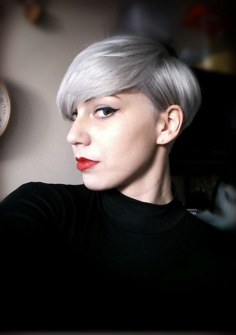 Grautöne in kurzen Haaren