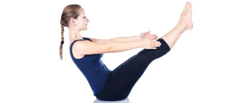 Flacher Bauch Frau Übungen Yoga machen