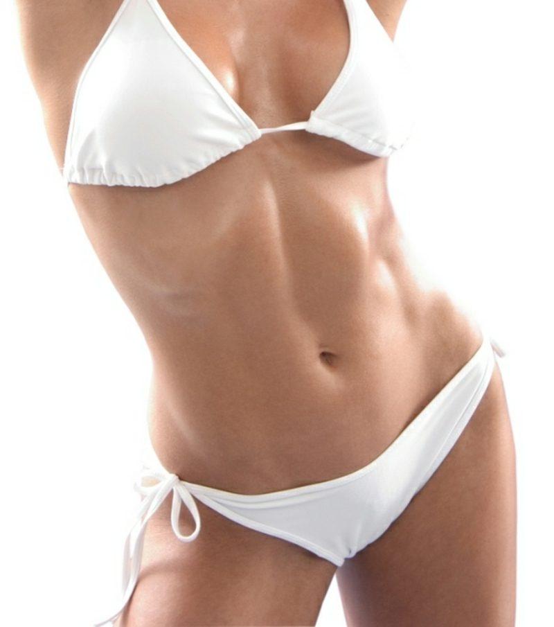 flacher Bauch Frau für den Sommer in Form kommen
