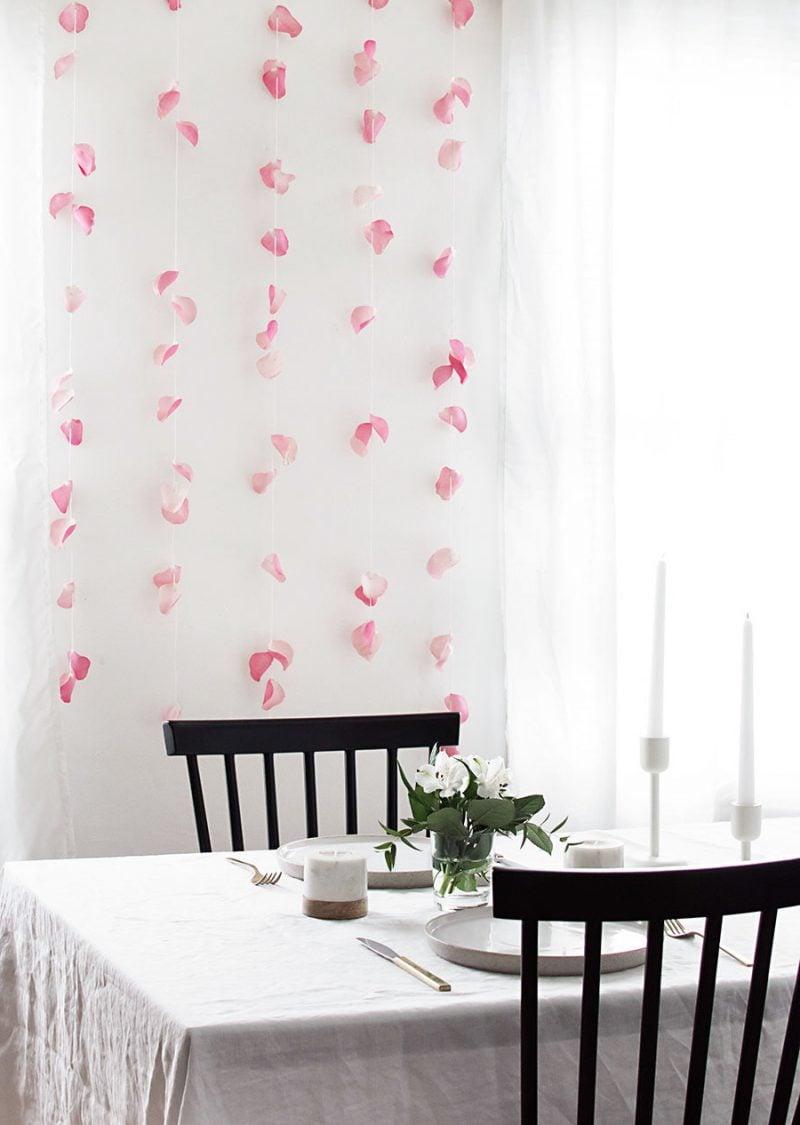 DIY Idee für Blumenwand im Wohnzimmer
