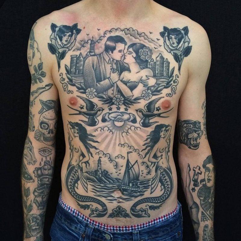 Old School Tattoo auf dem ganzen Körper