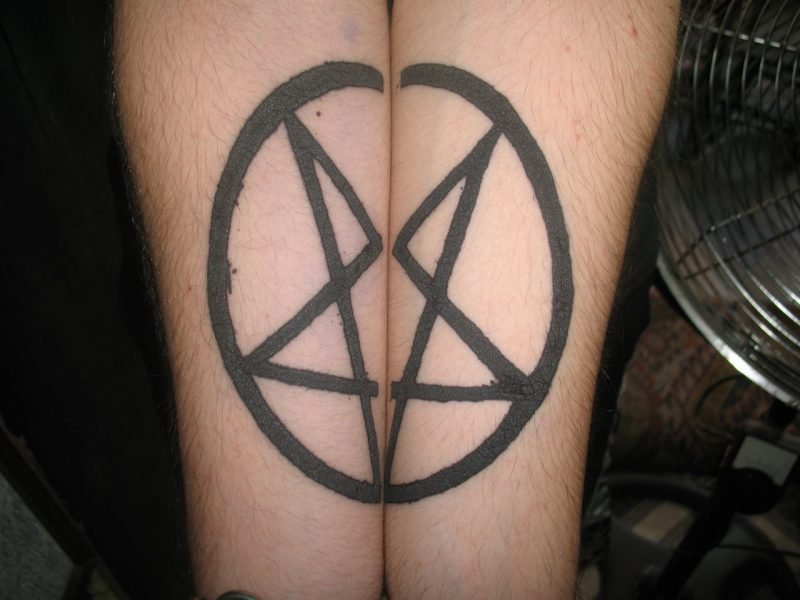 Pentagramm Tattoos Paar Tattoos
