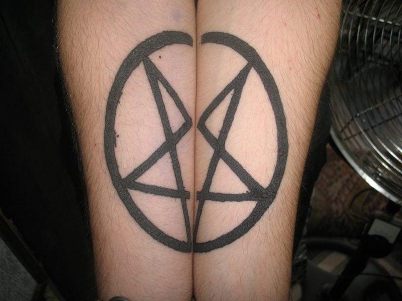 Pentagramm Tattoos Paar Tattoos