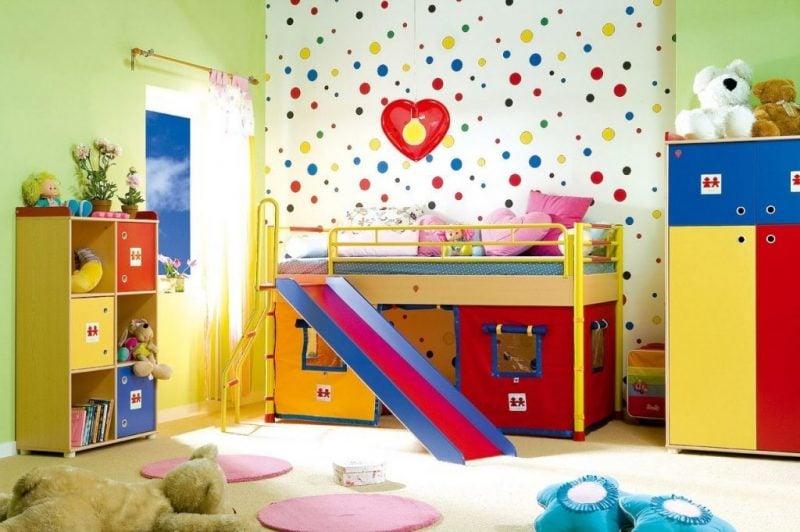 kinderzimmer einrichten ideen kinderzimmer bunte tapeten bett