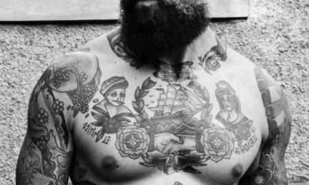 tattoo-brust-brust-tattoo-motive-tatowierung-oldschool-seemann-bart