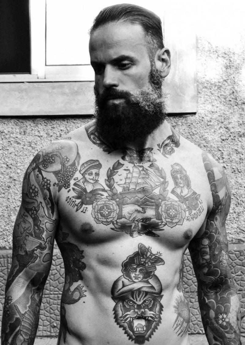 männer mit bart und tattoos