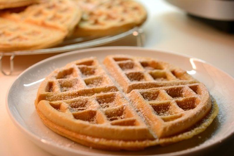 waffeln ohne ei vegane pancakes vegane pfannkuchen waffeln rezept Knusprig, fluffig, zahm: Vegane belgische Waffeln Vegane Waffeln mit heißen Kirschen Teigmischung für vegane Waffeln Hello Vegan