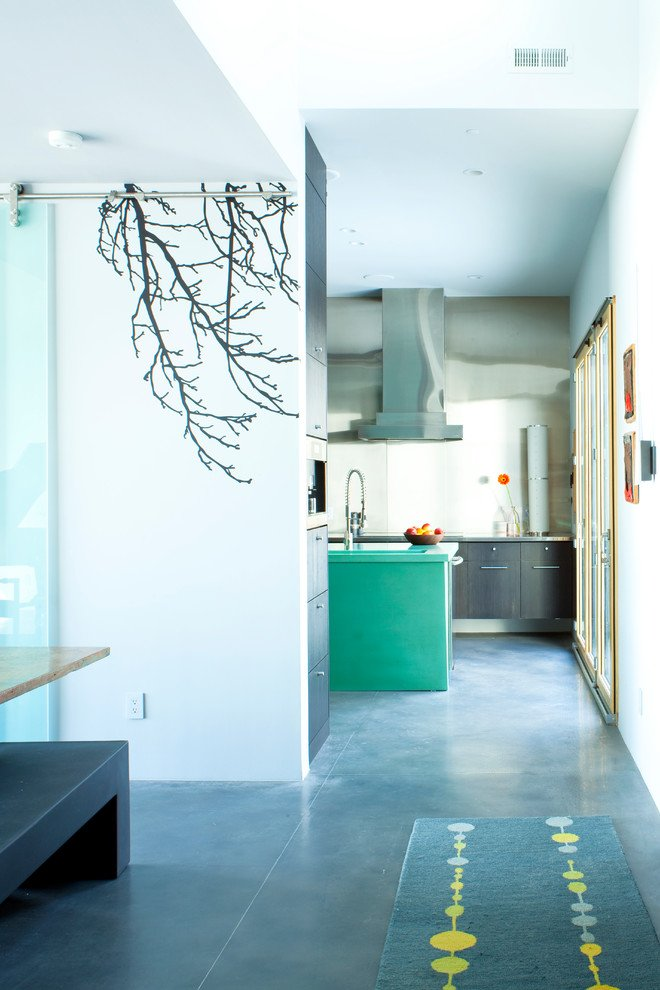 Wandtattoo Baum und Garderobenhaken - den richtigen Platz für Ihre Kleider!