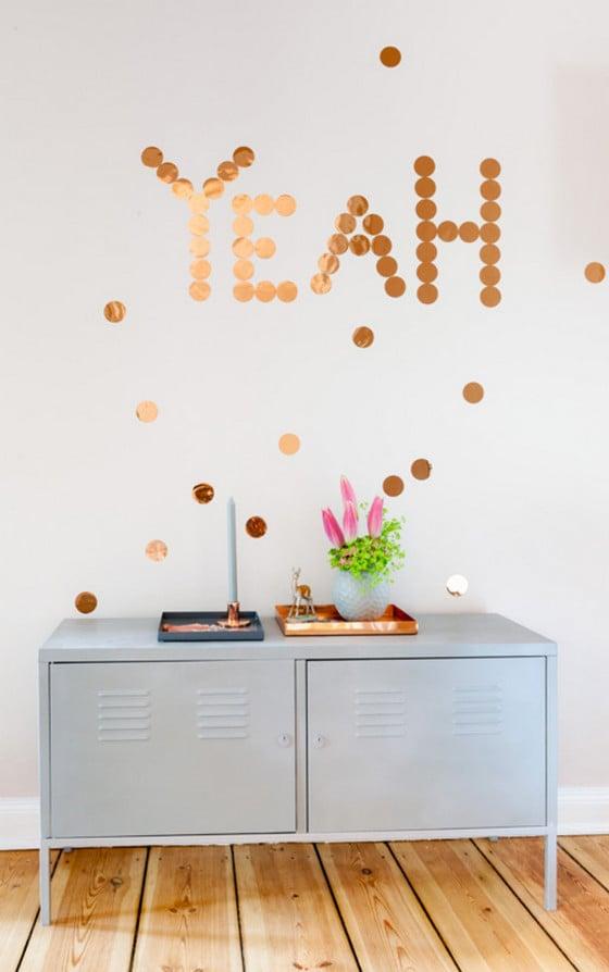 DIY Idee: Glamouröse Kupfer Konfetti als Wanddekoration