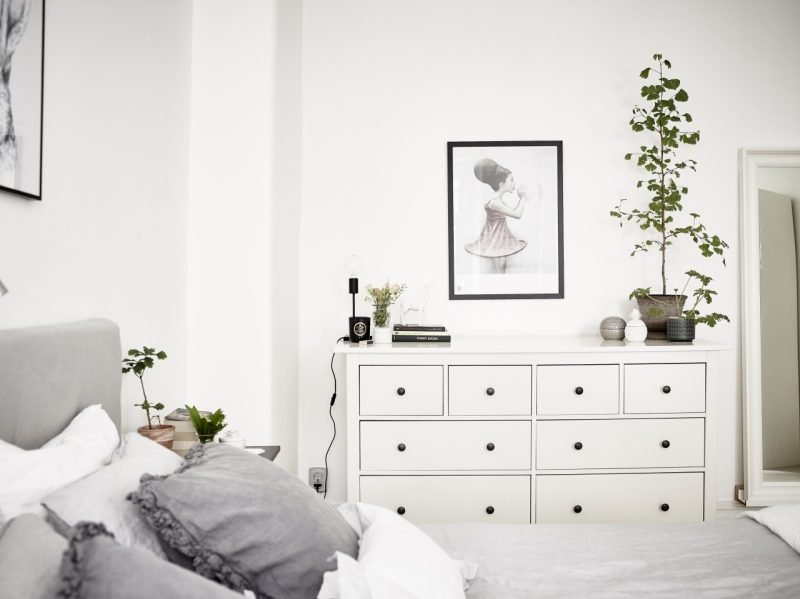 schlafzimmer mit ikea einrichten wohndesign. Black Bedroom Furniture Sets. Home Design Ideas