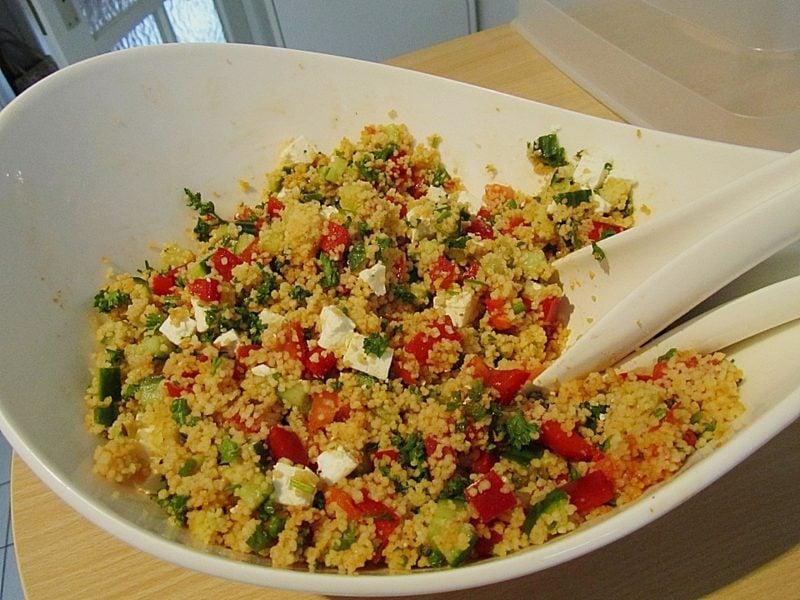 Couscous gesund Salat mit Tomaten und Mozzarella
