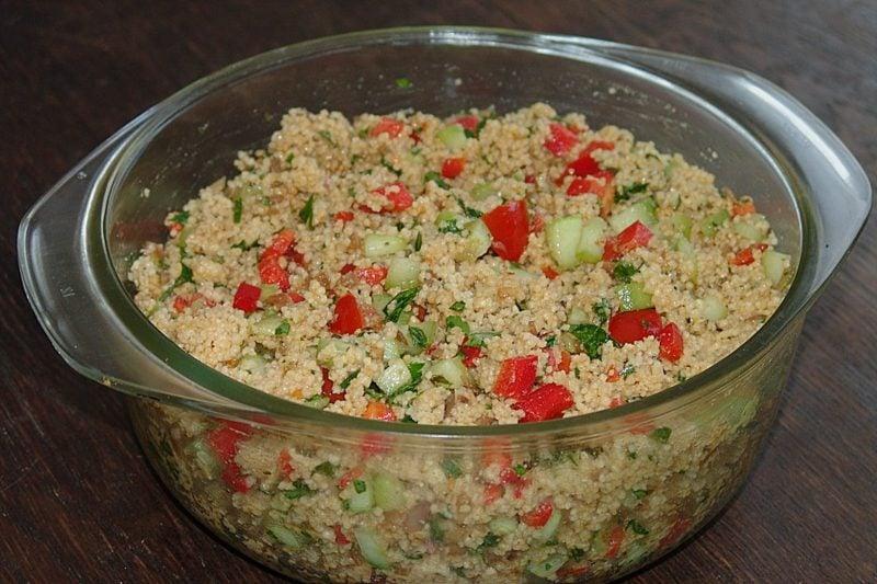 Couscous Zubereitung alat mit Tomaten lecker kalorienarm