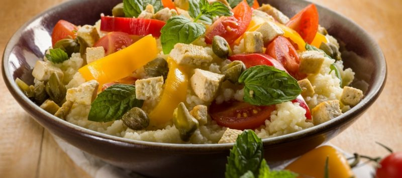 Couscous gesund Salat Tomaten paprika Rezept