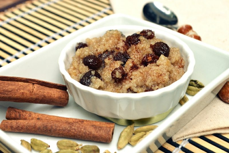 Couscous Zubereitung Rezept mit Honig, Rosinen und Zimt