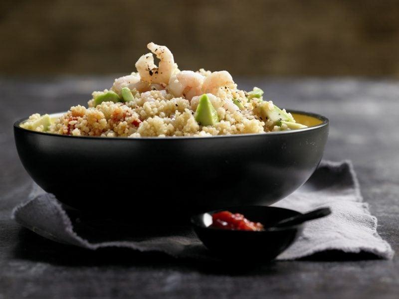 Couscous Zubereitung Salat mit Garnelen