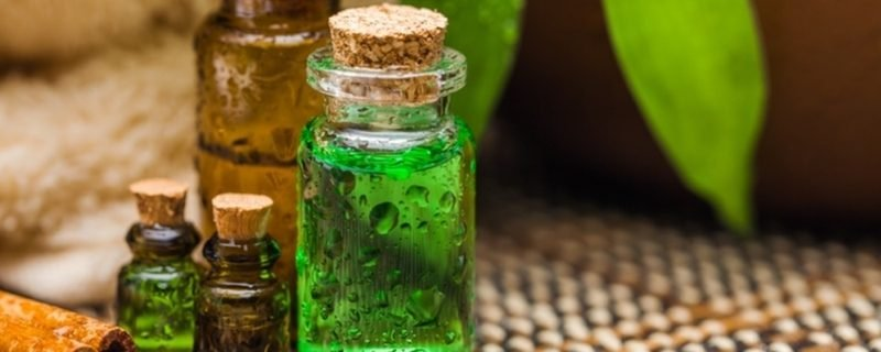 Hausmittel gegen Nasennebenhöhlenentzündung Dampfbad mit Teebaumöl
