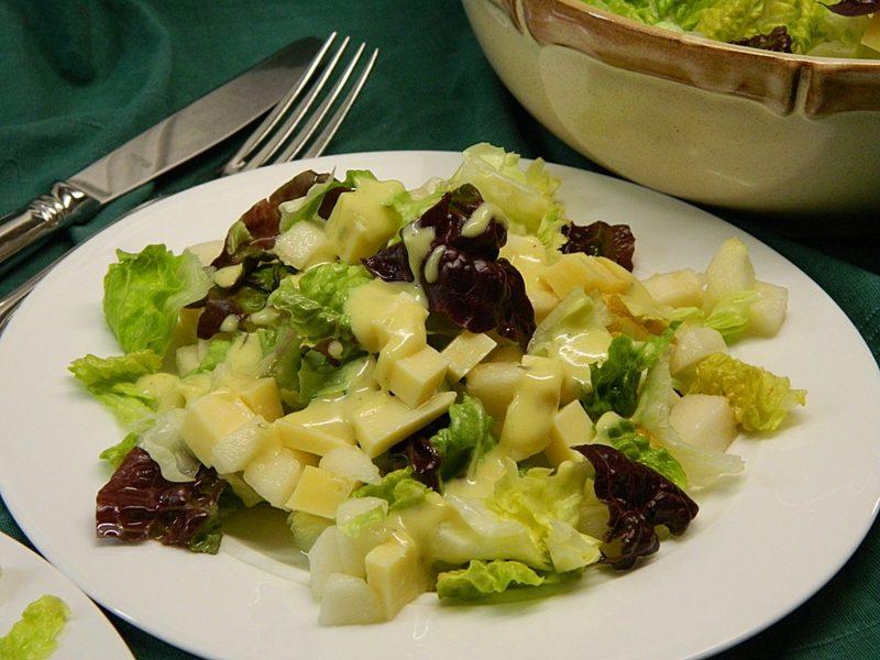 Low Carb Rezepte zum Abendessen Eichblattsalat mit Käse
