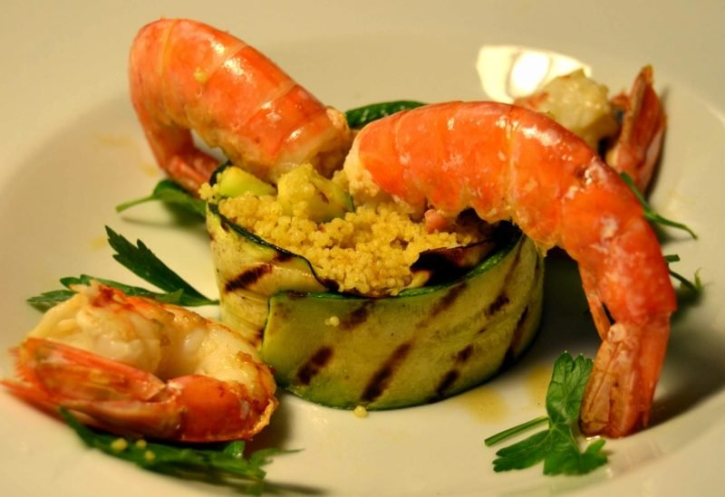 Couscous gesund Rezept mit Garnelen und Zucchini