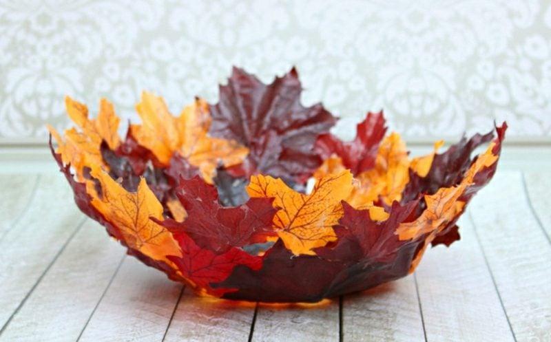 Herbstdeko kreative Ideen mit Herbstlaub