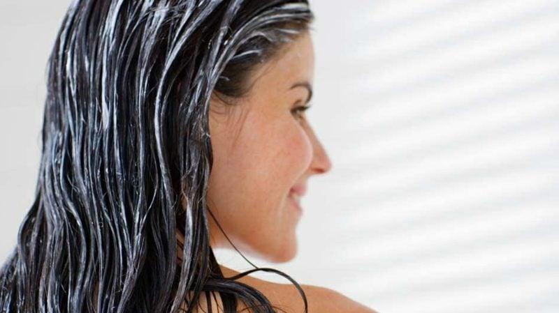fettige Kopfhaut und trockene Spitzen Ursachen Pflegetipps