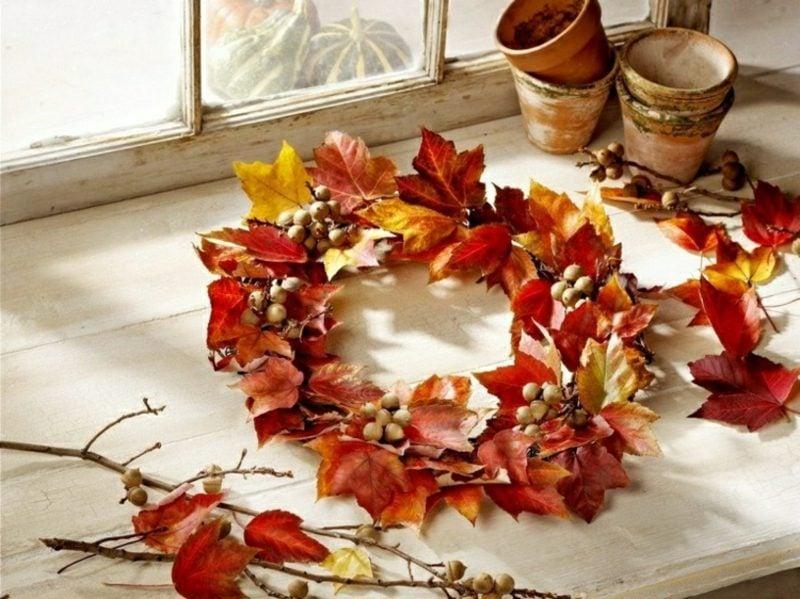 Herbstdeko herrlicher Kranz aus Herbstlaub