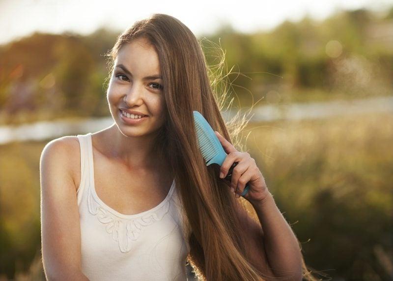 fettige Haare was tun Kamm statt Haarbürste verwenden