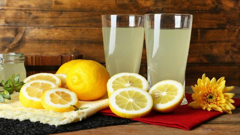 Hausmittel gegen fettige Haare Zitronensaft