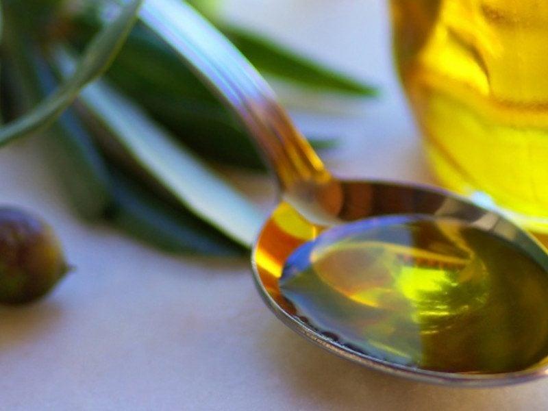 wirksame Hausmittel gegen fettige Haare Olivenöl