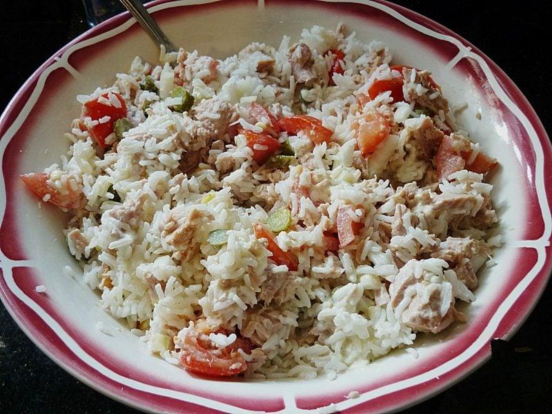 schnelles leckeres Essen Reispfanne mit Thunfisch