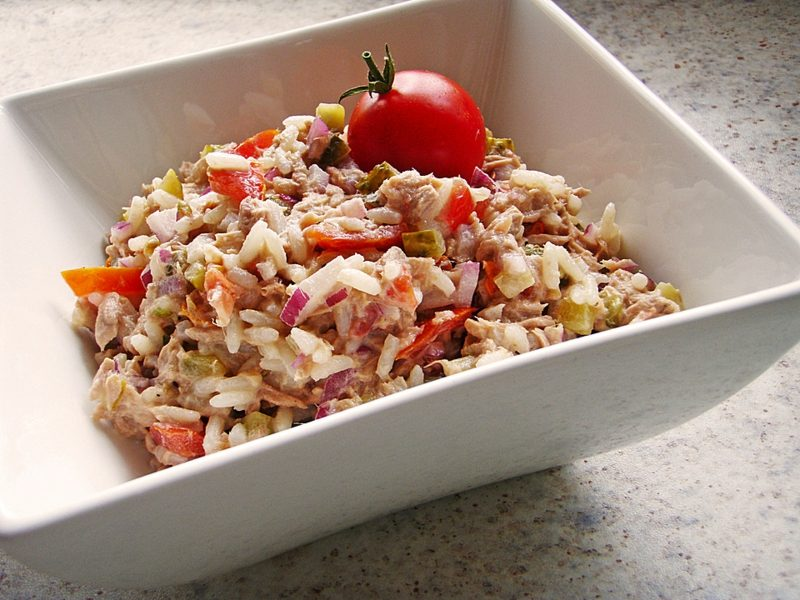 Essen Gerichte Reispfanne mit Thunfisch und Gemüse
