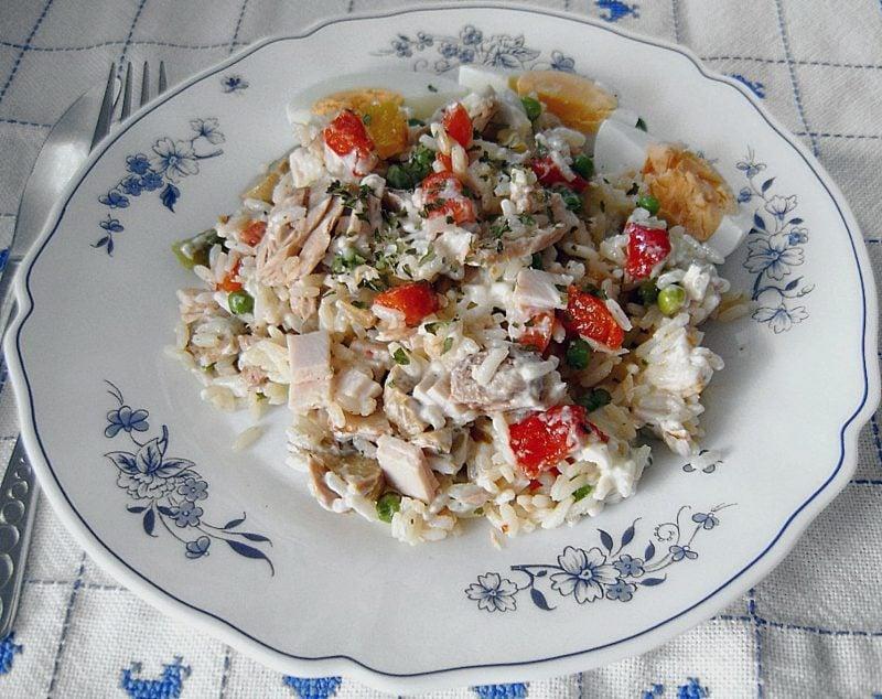 schnelle Rezepte Mittagessen Abendessen Reis mit Thunfisch und gekochten Eiern
