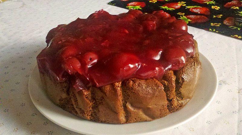 low carb Rezepte zum Abendessen Schokoladenkuchen mit Kirschen ohne Zucker und Mehl