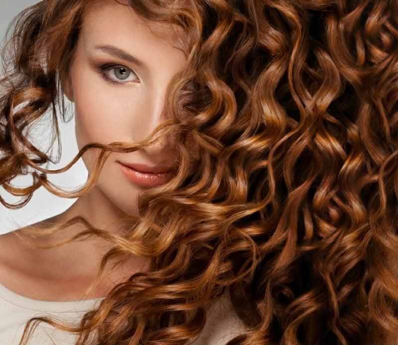 Tiefreinigungsschampoo und effektive Haarkuren gegen fettige Haare