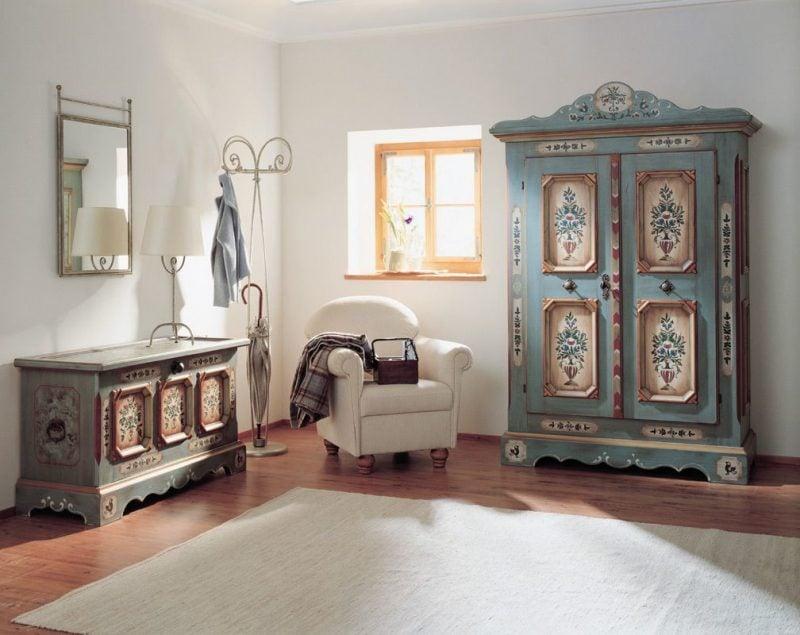 Antike Möbel Schränke mit Holzwurm