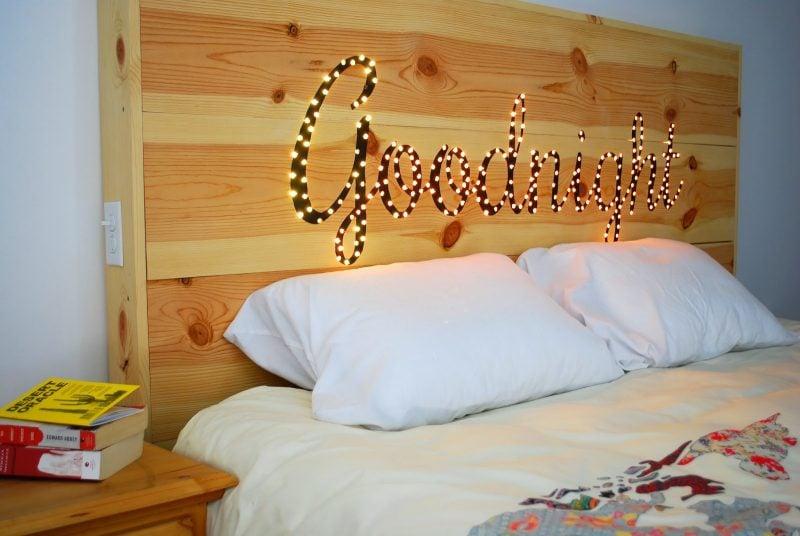 Bett aus Europaletten mit schönem Kopfteil