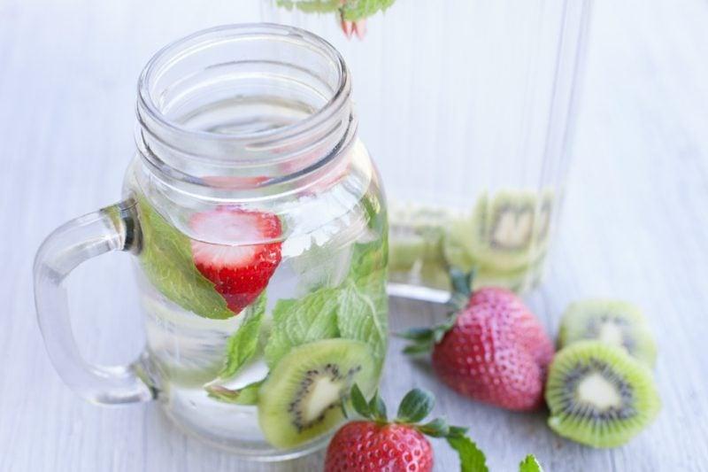 kiwi erdbeeren wasser für diät